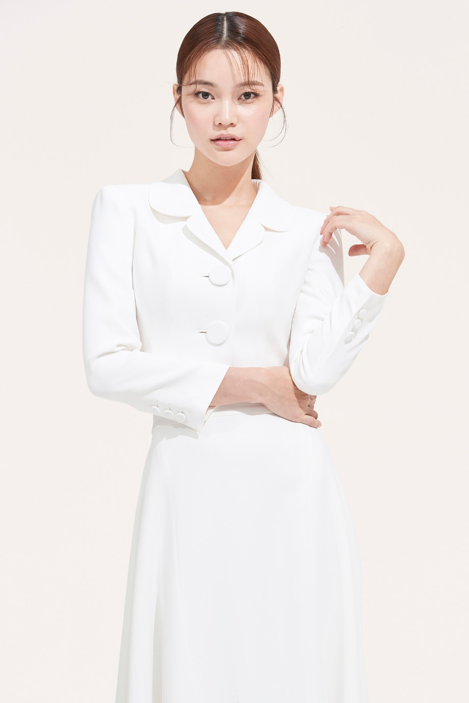 CREPE ROUND COLLAR CROP JACKET