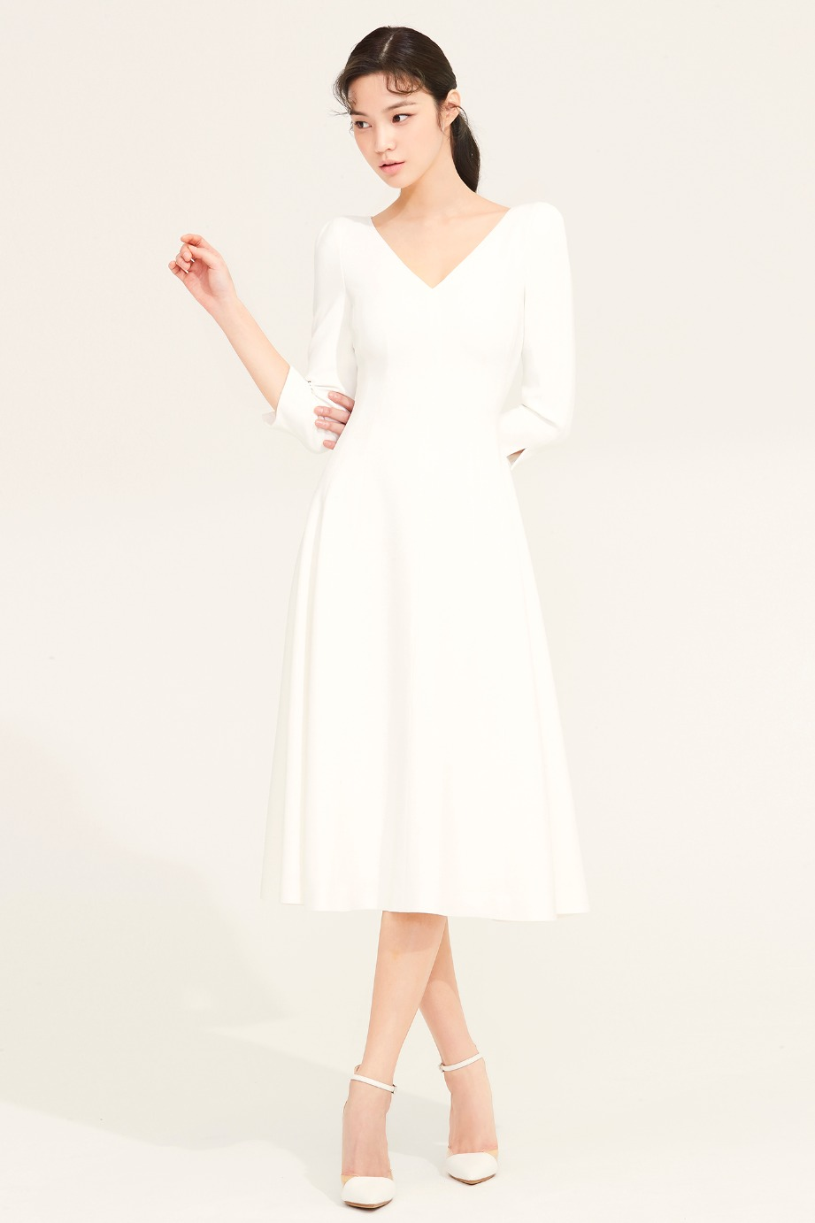 V NECKLINE FLARE CREPE DRESS