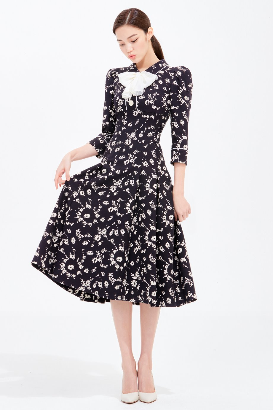 FLOWER PATTERN PLEATS DRESS